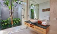 Bathroom with Shower - Villa Luna Aramanis - Seminyak, Bali