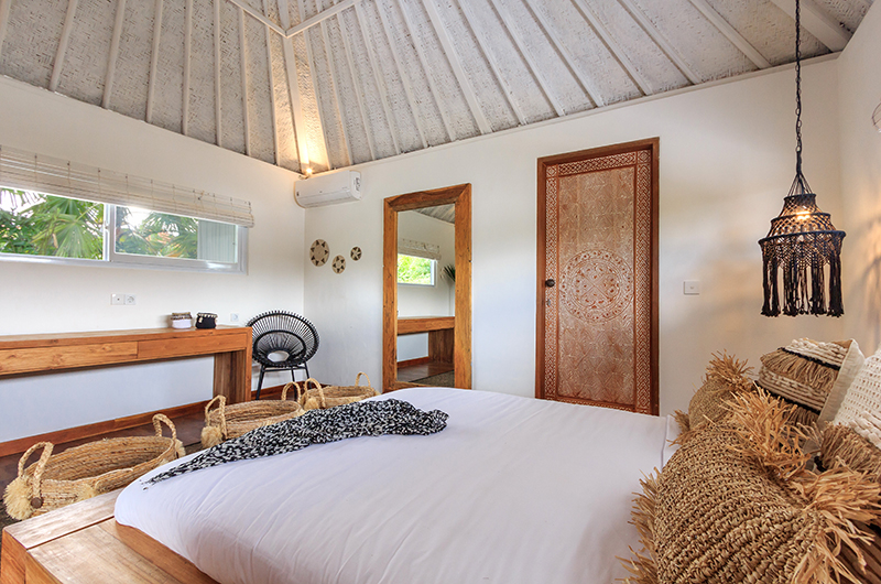 Bedroom with Seating Area - Villa Madura - Seminyak, Bali