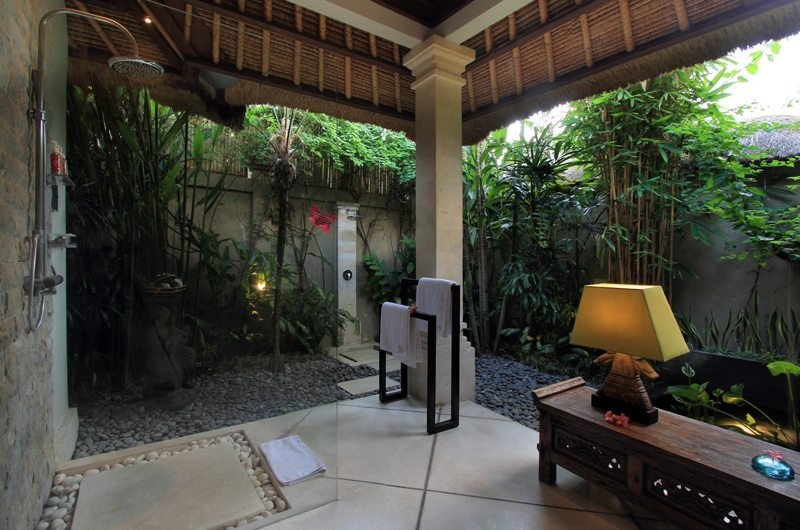 Semi Open Bathroom with Shower - Villa Maju - Seminyak, Bali