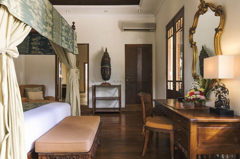 Bedroom with Study Table - Villa Mako - Canggu, Bali