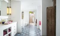 Bathroom with Bathtub - Villa Mamoune - Umalas, Bali
