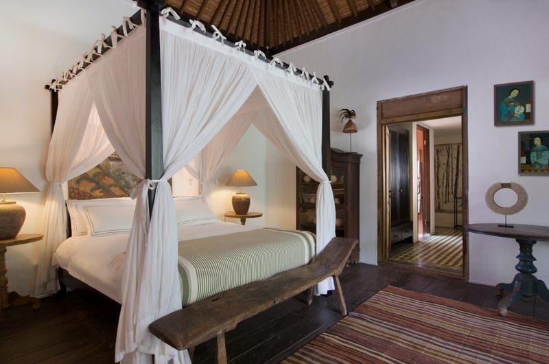 Bedroom with Table Lamps - Villa Mamoune - Umalas, Bali