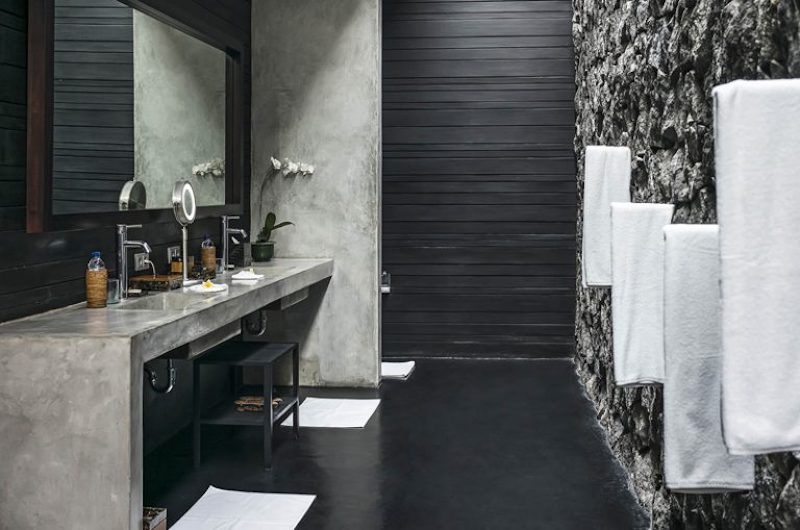 En-Suite Bathroom with Mirror - Villa Mana - Canggu, Bali