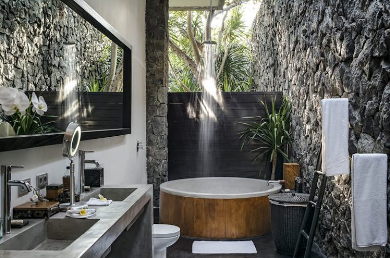 Bathroom with Bathtub and Shower - Villa Mana - Canggu, Bali