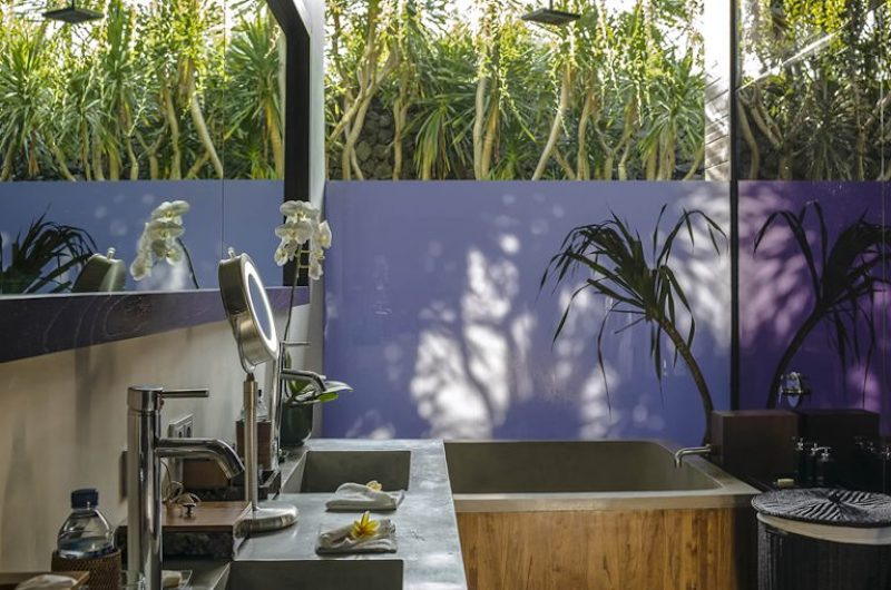 Bathroom with Bathtub - Villa Mana - Canggu, Bali
