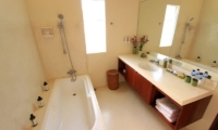 Bathroom with Bathtub - Villa Mandala Sanur - Sanur, Bali