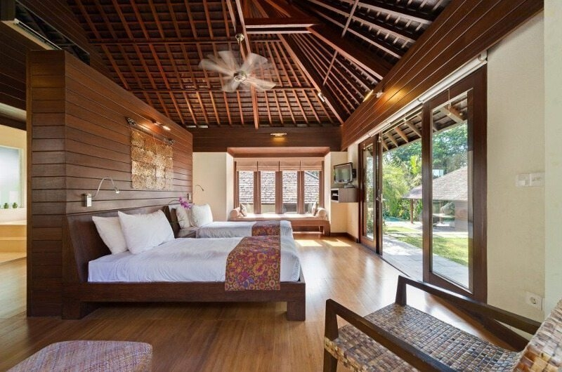 Twin Bedroom with Wooden Floor - Villa Mata Air - Canggu, Bali
