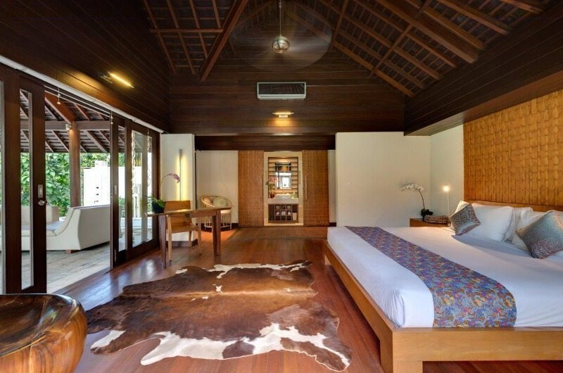 Bedroom with Wooden Floor - Villa Mata Air - Canggu, Bali
