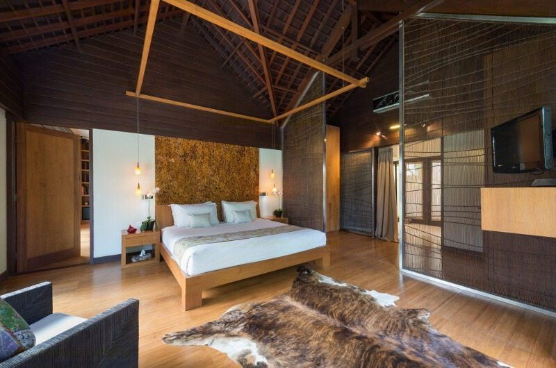 Bedroom with Wooden Floor - Villa Mata Air - Canggu, Bali
