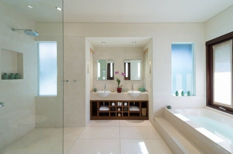 Bathroom with Bathtub - Villa Mata Air - Canggu, Bali