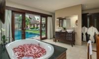 Bathtub with Rose Petals - Villa M Bali Seminyak - Seminyak, Bali