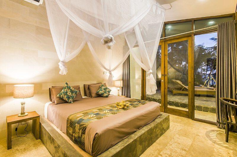 Bedroom with Table Lamps - Villa Melaya - Gilimanuk, Bali