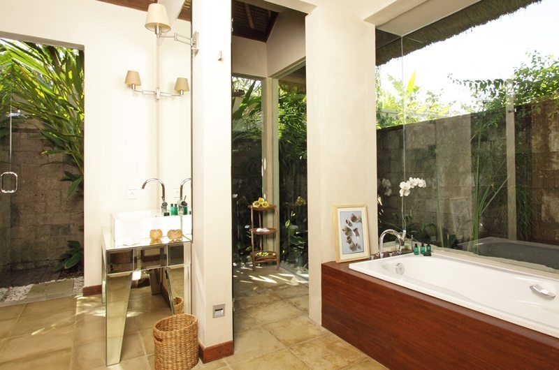 Bathroom with Bathtub - Villa Melissa - Pererenan, Bali
