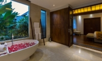 Bathroom with Bathtub - Villa Meliya - Umalas, Bali