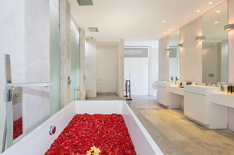 En-Suite Bathroom - Villa Mikayla - Canggu, Bali