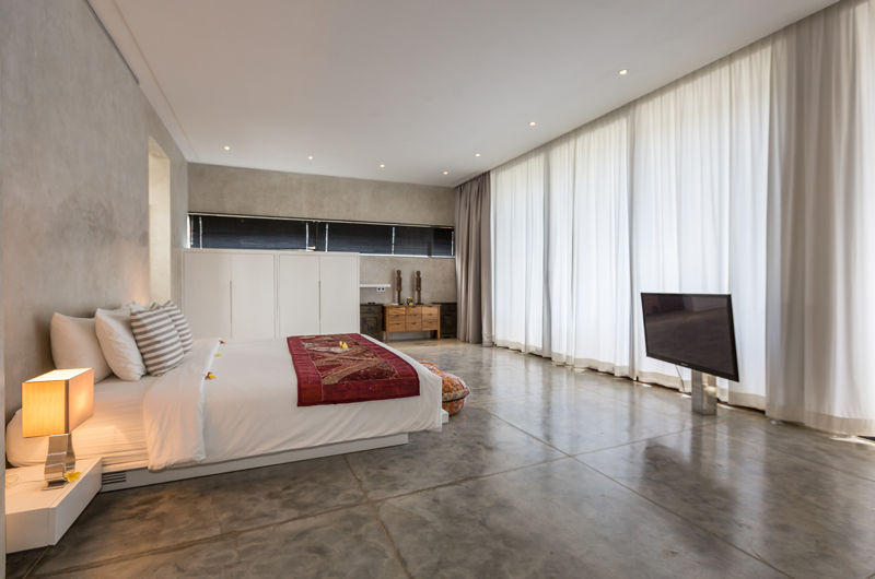 King Size Bed with TV - Villa Mikayla - Canggu, Bali