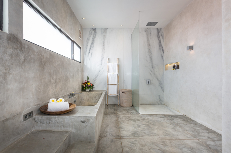 Bathroom with Bathtub - Villa Mikayla - Canggu, Bali