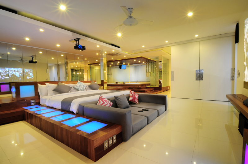 Bedroom with Sofa - Villa Minggu - Seminyak, Bali