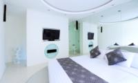 Bedroom with TV - Villa Minggu - Seminyak, Bali