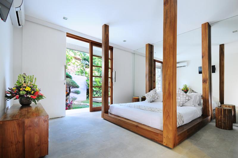 Bedroom with Garden View - Villa Minggu - Seminyak, Bali