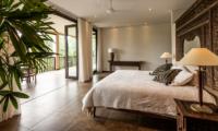 Bedroom with Table Lamps - Villa Naga Putih - Ubud, Bali