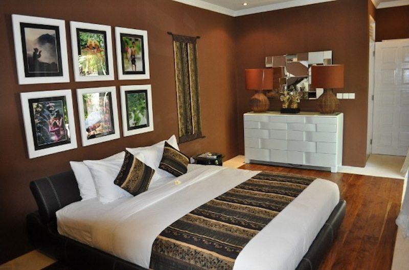 Bedroom with Lamps - Villa Nalina - Seminyak, Bali