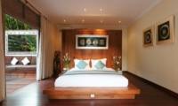 Bedroom with Wooden Floor - Villa Nalina - Seminyak, Bali