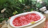 Bathtub with Rose Petals - Villa Nalina - Seminyak, Bali