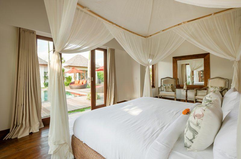 Bedroom with Wooden Floor - Villa Naty - Umalas, Bali