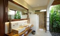 Semi Open Bathroom - Villa Naty - Umalas, Bali