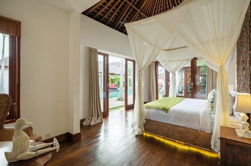 Bedroom with Mosquito Net - Villa Naty - Umalas, Bali