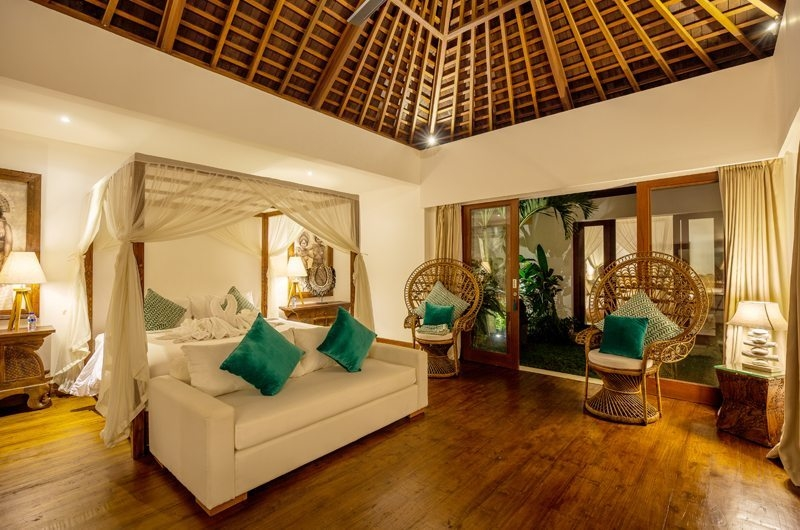 Bedroom with Sofa - Villa Naty - Umalas, Bali