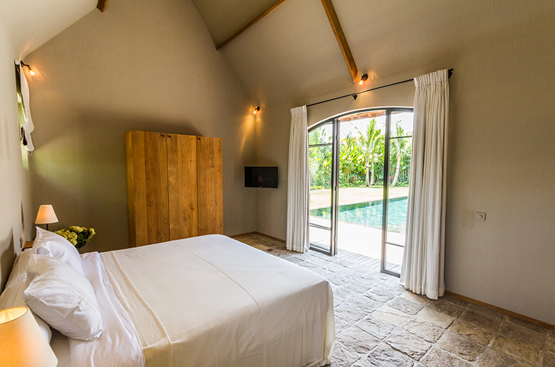Bedroom with Pool View - Villa Nehal - Umalas, Bali
