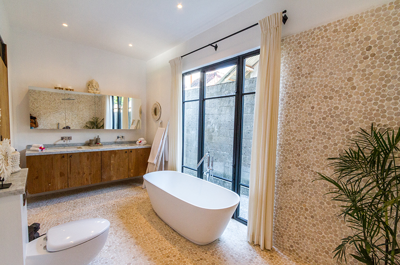 Bathroom with Bathtub - Villa Nehal - Umalas, Bali