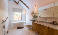 En-Suite Bathroom with Bathtub - Villa Nehal - Umalas, Bali