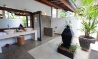 Semi Open Bathroom - Villa Noa - Seminyak, Bali