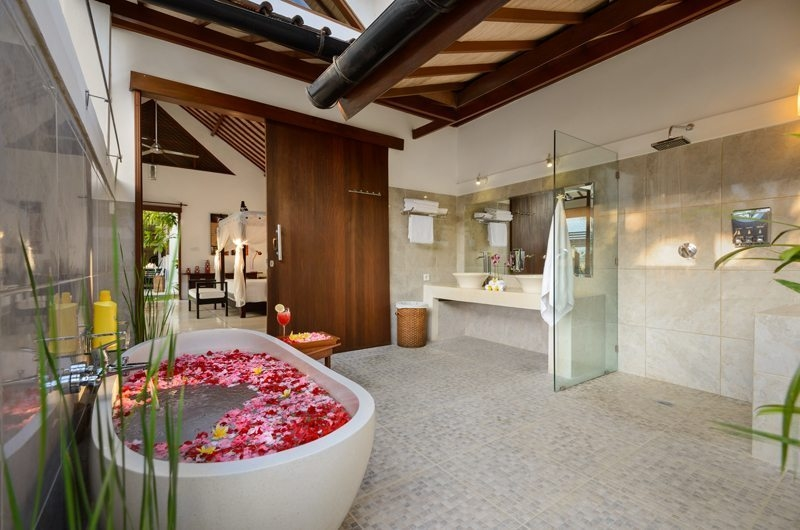 Romantic Bathtub Set Up - Villa Noa - Seminyak, Bali