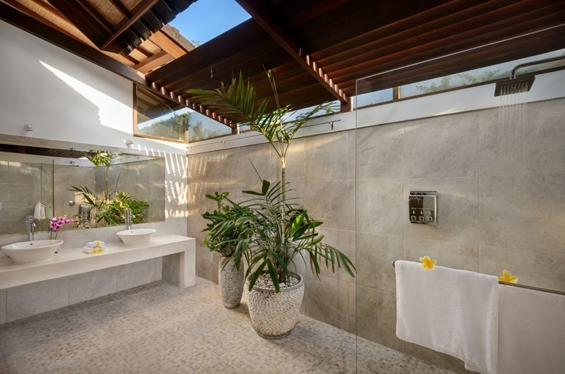 His and Hers Bathroom with Shower - Villa Noa - Seminyak, Bali