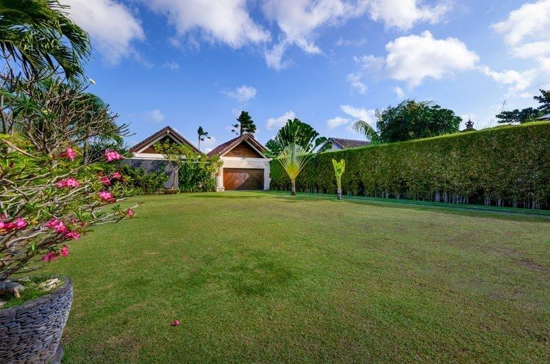 Lawns - Villa Noa - Seminyak, Bali