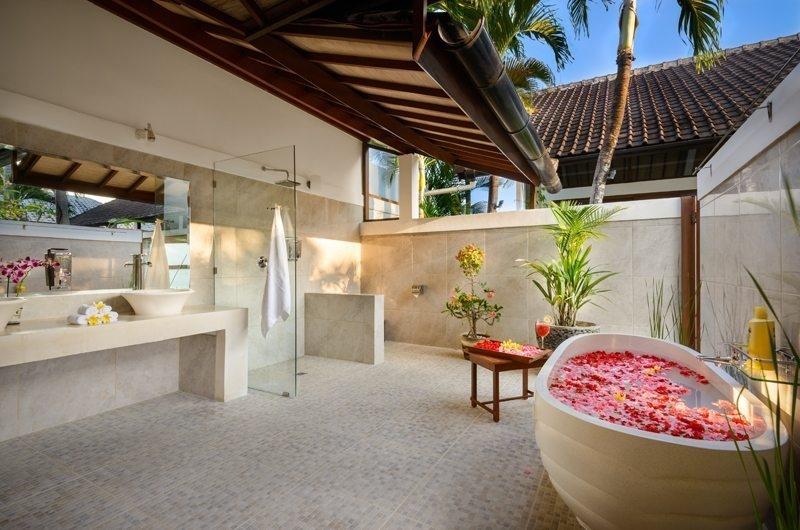 Bathroom with Bathtub - Villa Noa - Seminyak, Bali