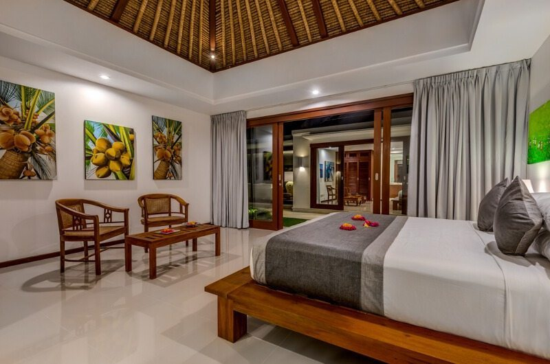 Bedroom with Seating Area - Villa Oceana - Candidasa, Bali
