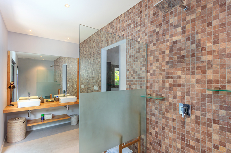 Bathroom with Mirror - Villa Ohana - Kerobokan, Bali