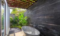 Semi Open Bathtub - Villa Ohana - Kerobokan, Bali