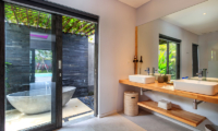 Bathroom and Bathtub - Villa Ohana - Kerobokan, Bali