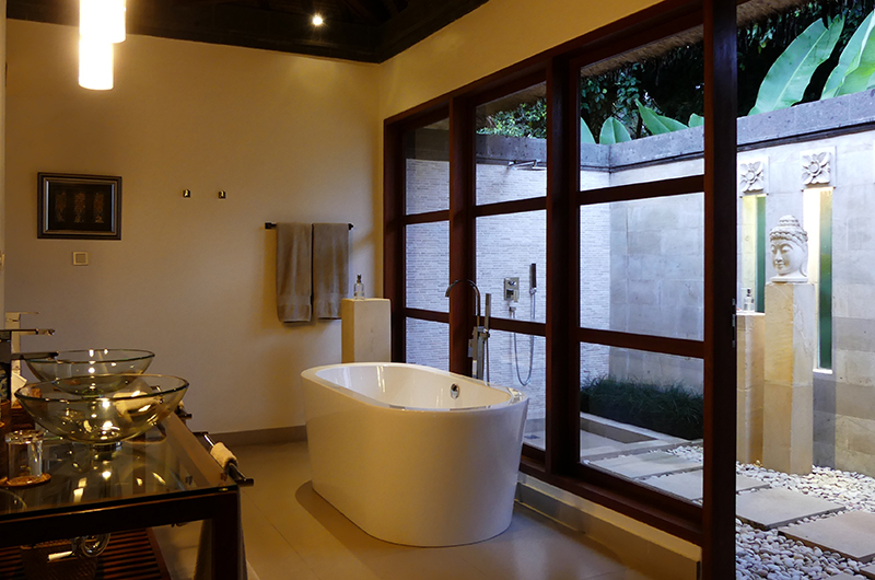 En-Suite Bathroom with Bathtub - Villa Orchids - Ubud, Bali