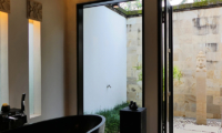 Semi Open Bathroom - Villa Orchids - Ubud, Bali