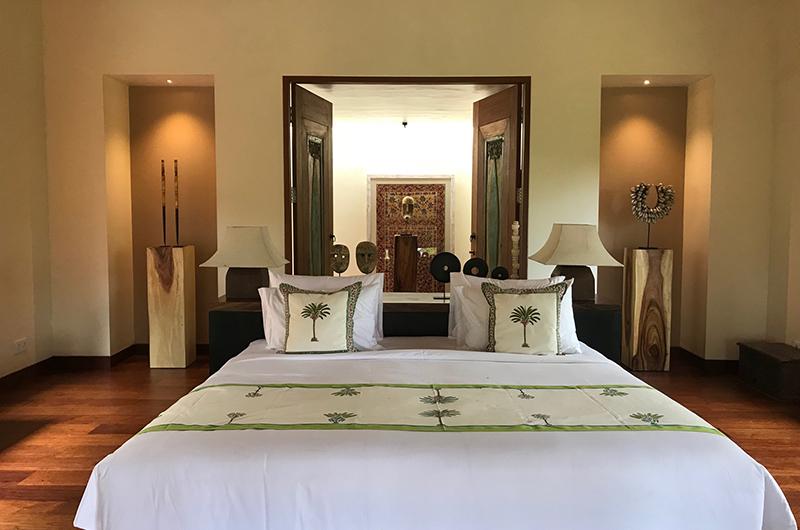 Bedroom with Table Lamps - Villa Palem - Tabanan, Bali