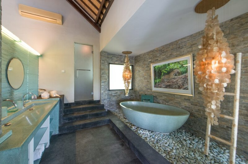 Bathroom with Bathtub - Villa Palm River - Pererenan, Bali