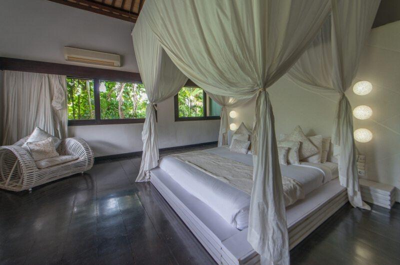 Bedroom with Seating Area - Villa Palm River - Pererenan, Bali