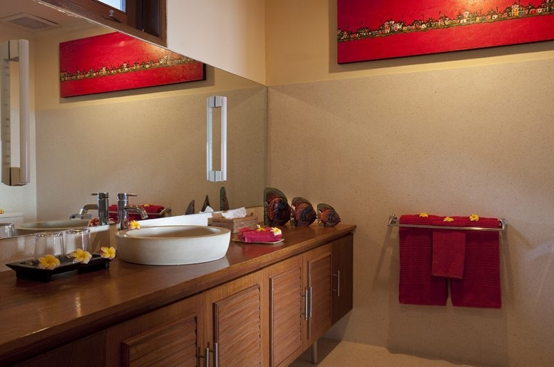 Bathroom with Mirror - Villa Pantai - Candidasa, Bali